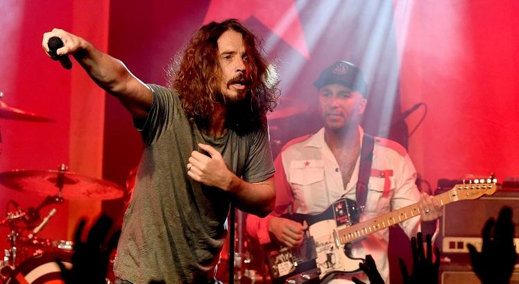 Chris Cornell em show com o Prophets of Rage and Friends. AFP / GETTY IMAGES NORTH AMERICA / KEVIN WINTER