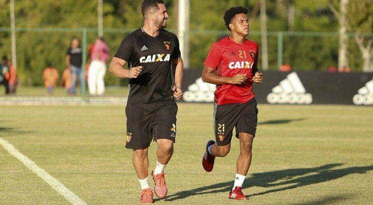 Volante sentiu dores na região lombar. Foto: Williams Aguiar/Sport Club do Recife