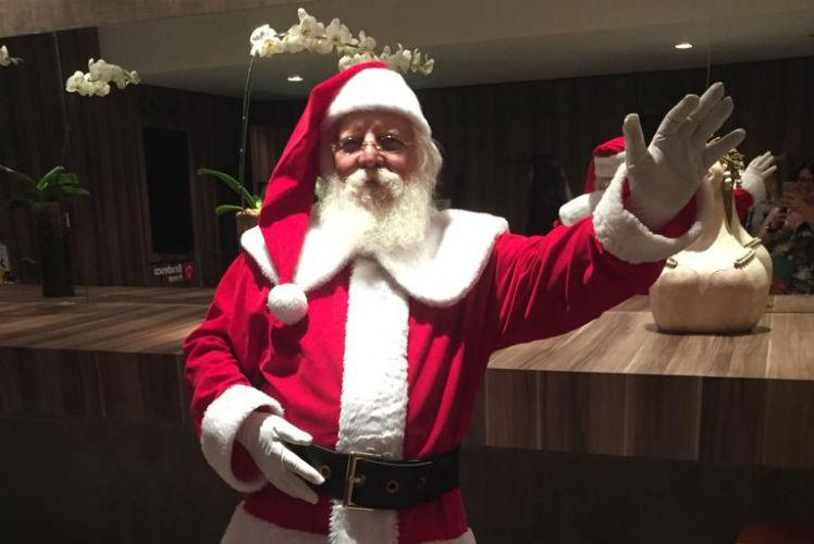 Papai Noel chama a garotada para brincar nos shoppings do Grande Recife